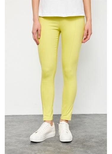 Setre Sarı Fermuar Kapama Bedene Oturan Pantolon Sarı